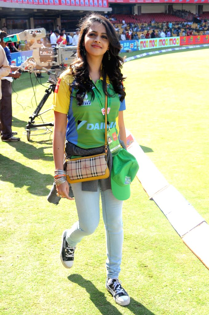 :Actress Bhavana during a Celebrity Cricket League between Telugu Warriors and Kerala Strikers at Chinnaswamy Stadium in Bangalore on Jan.26, 2014. (Photo: IANS).