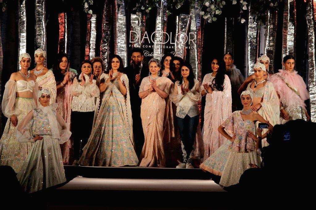 Actress Bhumi Pendekar and Sharmila Tagore at Diacolor Savera Charity ball 2019, Fashion show by minu bakshi , in new delhi , 9 Aug, 2019 - Bhumi Pendekar