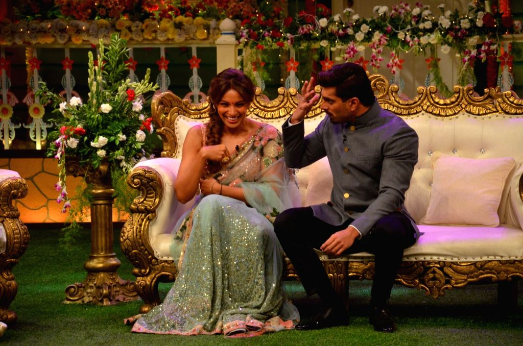 Actress Bipasha Basu along with her husband Karan Singh Grover on the set of The Kapil Sharma Show, in Mumbai on May 28, 2016. - Bipasha Basu and Karan Singh Grover