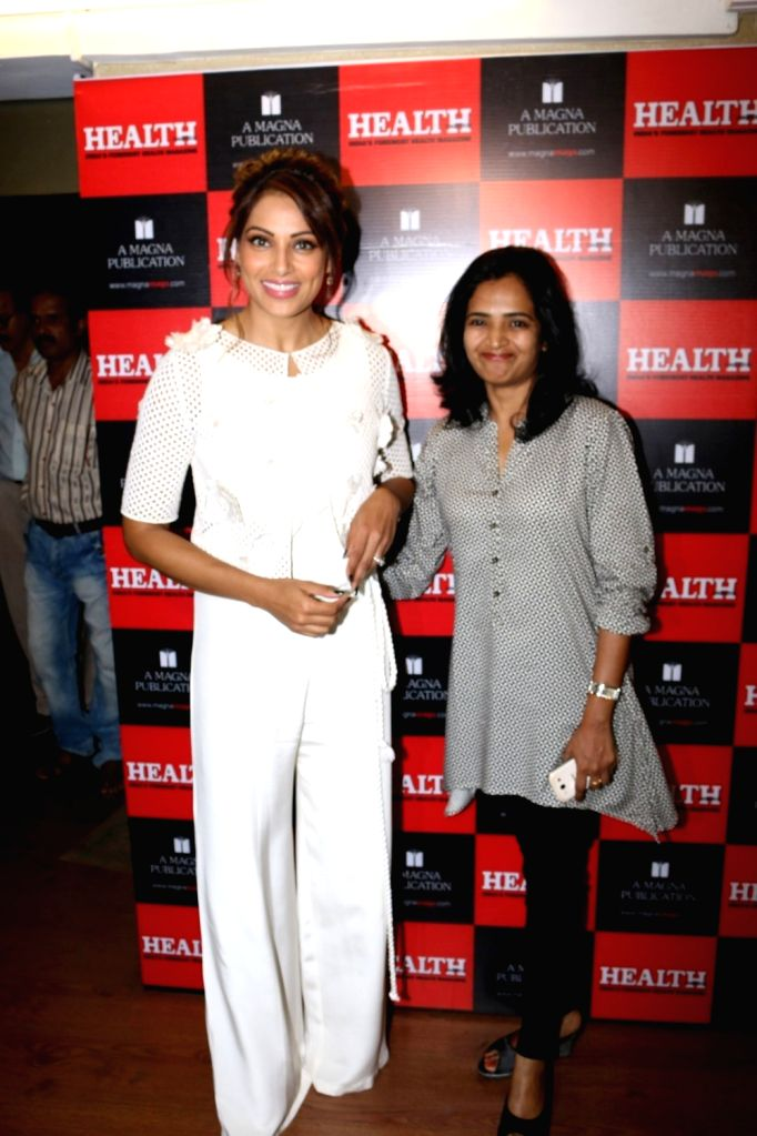 Actress Bipasha Basu and Vinodini Krishnakumar, Editor, Health & Nutrition during the unveiling of the March 2017 issue of Health & Nutrition magazine in Mumbai on March 14, 2017. - Bipasha Basu