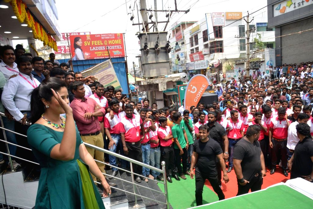 Actress Catherine and Srimukhi launch B New Mobile store in Hyderabad. - Catherine