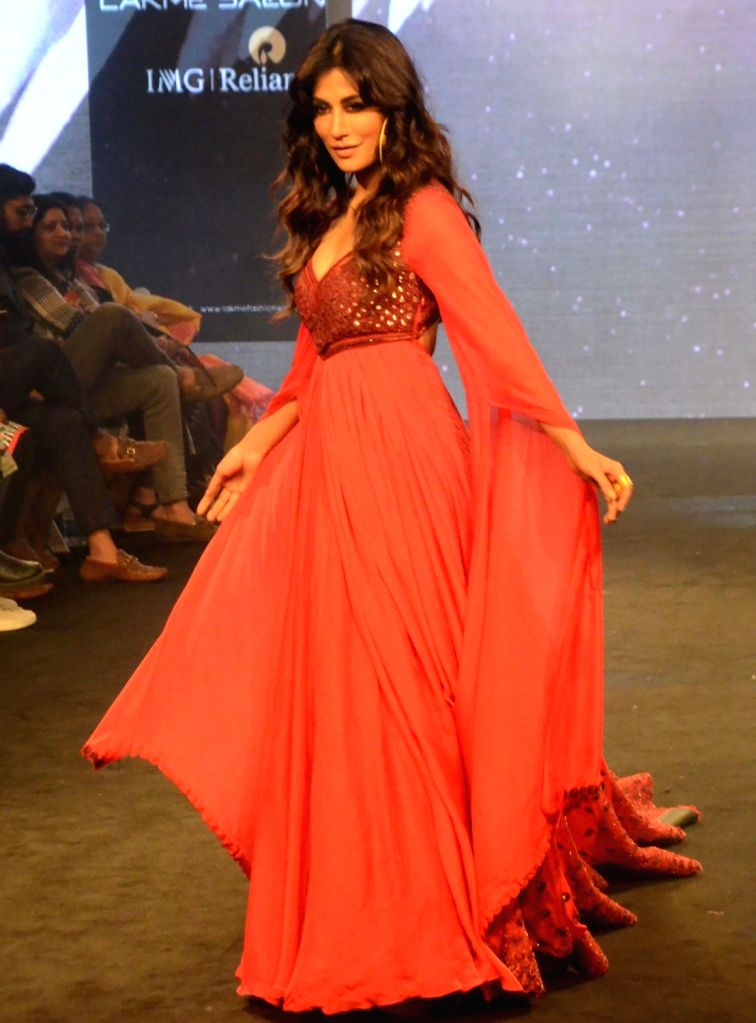 Actress Chitrangada Singh showcases fashion designer Anjali Verma's creation during Lakme Fashion Week (LFW) Summer/Resort 2019 in Mumbai on Feb. 2, 2019. - Chitrangada Singh