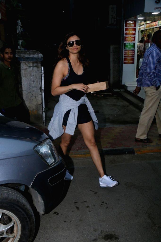 Actress Daisy Shah seen in Bandra, Mumbai on Jan 15, 2018. (Photo: IANS) - Daisy Shah