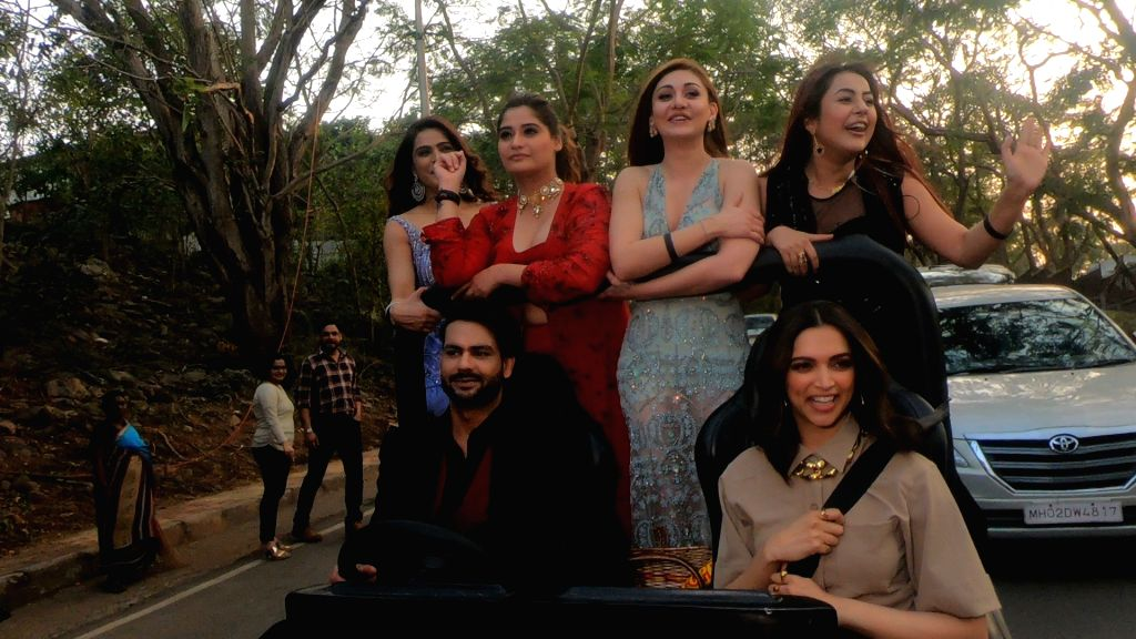 """Actress Deepika Padukone brought in fun and joy when she entered the Bigg Boss house, and gave a chance to few contestants to step out of the house and join her for a """"joyride"""". For the ... - Deepika Padukone, Vishal Aditya Singh, Aarti Singh and Shehnaaz Kaur Gill"""