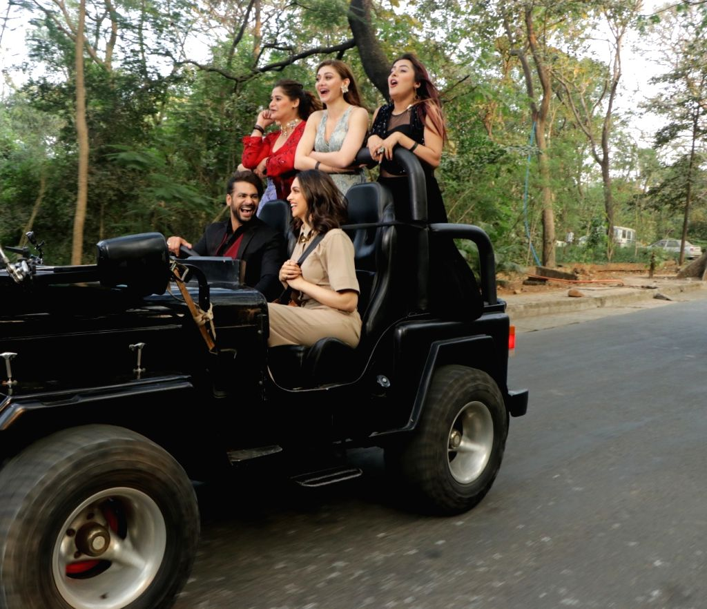 """Actress Deepika Padukone brought in fun and joy when she entered the Bigg Boss house, and gave a chance to few contestants to step out of the house and join her for a """"joyride"""". For the first time in the history of """"Bigg Boss"""" show, five contestants  - Deepika Padukone, Vishal Aditya Singh, Aarti Singh and Shehnaaz Kaur Gill"""