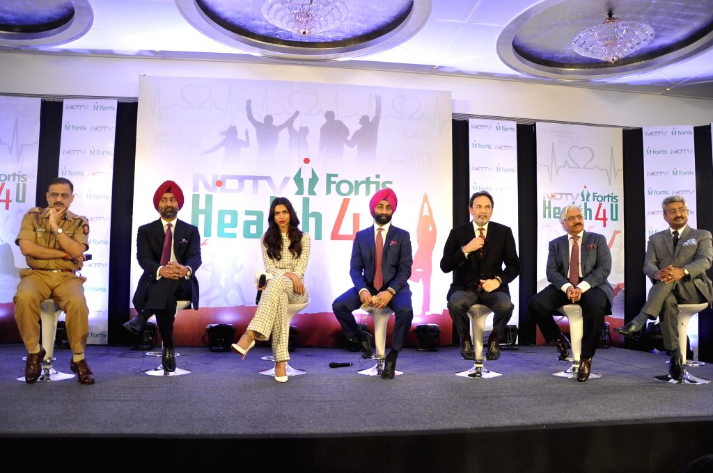 Actress Deepika Padukone with Dr. Prannoy Roy, Founder & Executive Co-Chairperson, NDTV Malvinder Mohan Singh, Executive Chairman, Fortis Healthcare, and Shivinder Mohan Singh, Executive ... - Deepika Padukone, Prannoy Roy, Malvinder Mohan Singh and Shivinder Mohan Singh