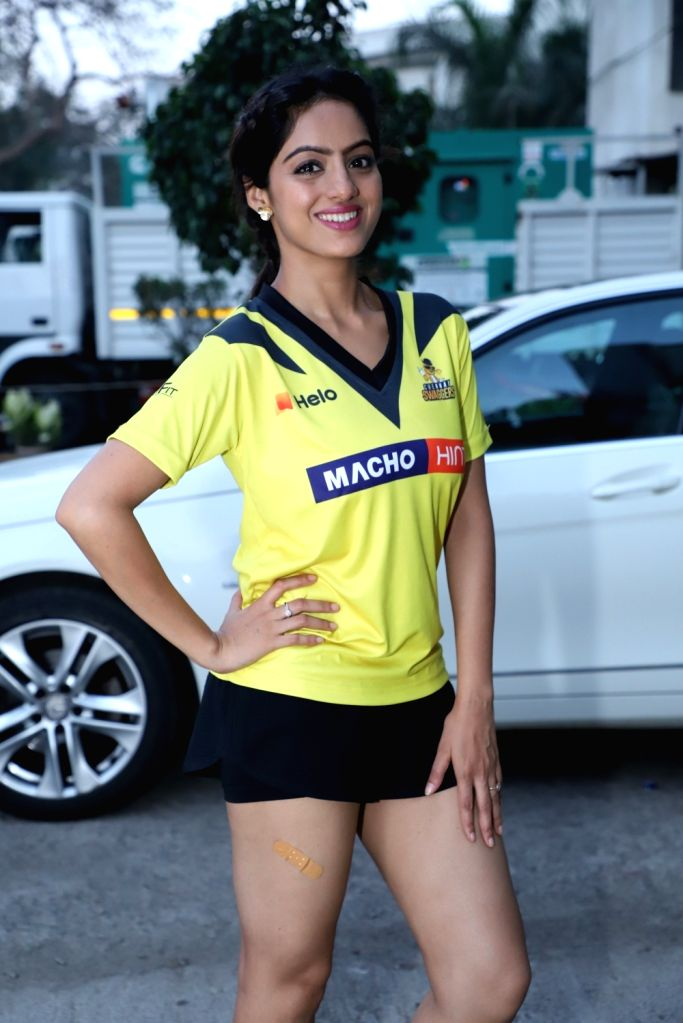 Actress Deepika Singh during a photoshoot of Box Cricket League (BCL) 2019, in Mumbai, on April 9, 2019. - Deepika Singh