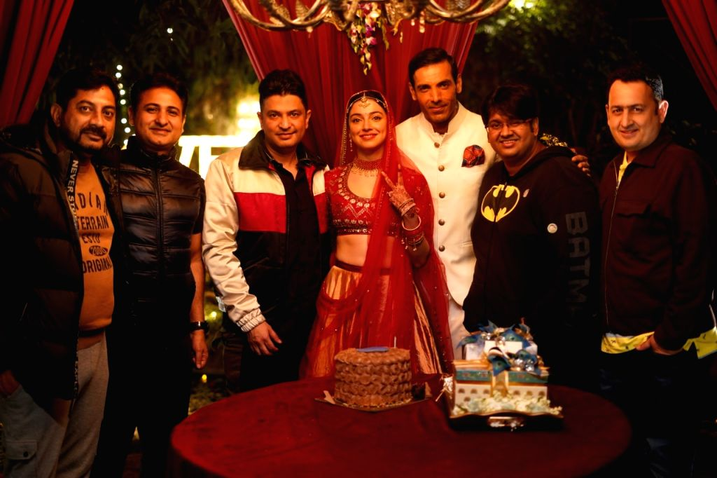 Actress Divya Khosla Kumar celebrates her birthday with the cast of her upcoming film Satyameva Jayate 2 - Director Milap Zaveri, Producer Bhushan Kumar and actor John Abraham, in Mumbai on ... - Divya Khosla Kumar, John Abraham and Bhushan Kumar