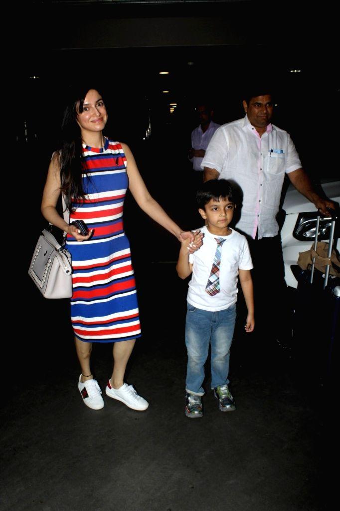 Actress Divya Khosla Kumar spotted at Airport in Mumbai, on June 21, 2017. - Divya Khosla Kumar