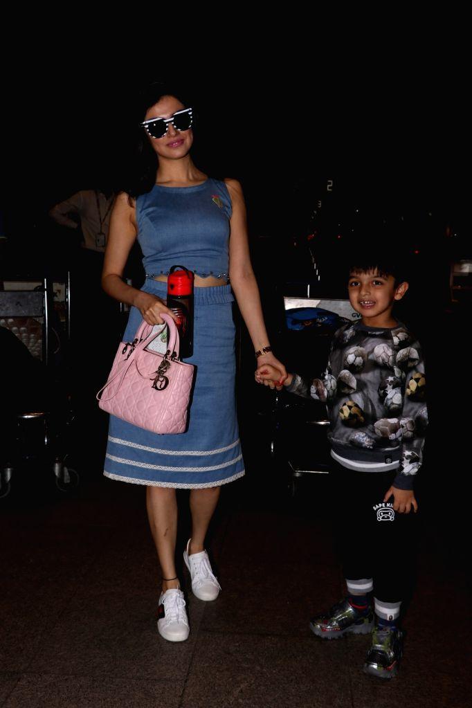 Actress Divya Khosla Kumar spotted at Chhatrapati Shivaji Maharaj International Airport in Mumbai on July 1, 2017. - Divya Khosla Kumar