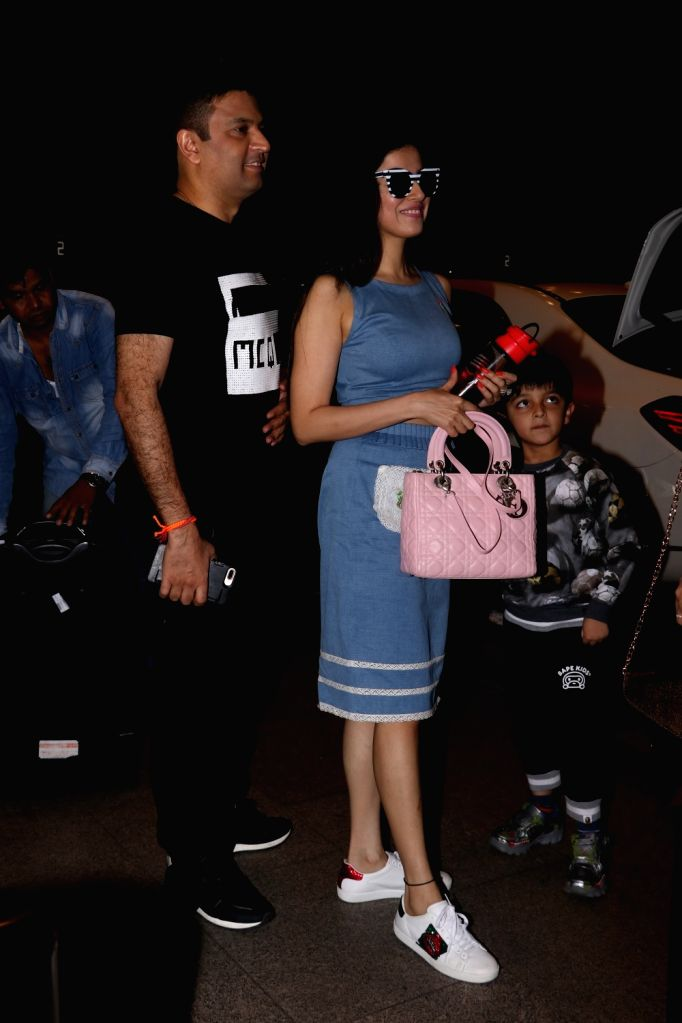 Actress Divya Khosla Kumar with her husband and T-Series Managing Director Bhushan Kumar spotted at Chhatrapati Shivaji Maharaj International Airport in Mumbai on July 1, 2017. - Divya Khosla Kumar and Bhushan Kumar