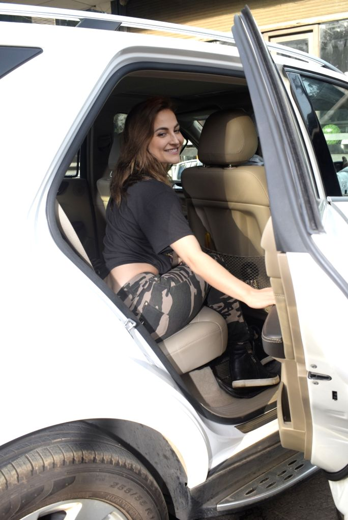 Actress Elli Avram seen at Juhu, Mumbai on March 4, 2019. - Elli Avram