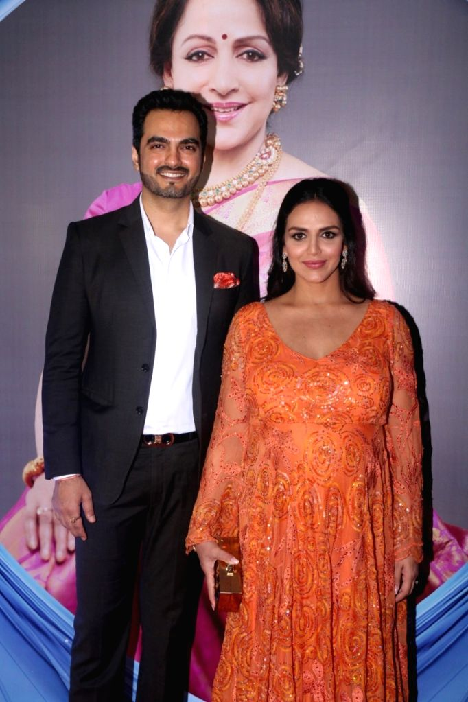 """Actress Esha Deol along with her husband Bharat Takhtani during the """"SYNERGY 2017"""" an International Cultural Dance Festival in Mumbai on Sept 8, 2017. - Esha Deol"""