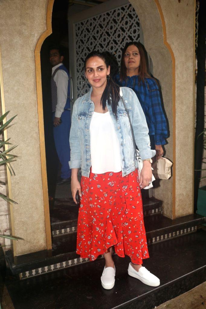 Actress Esha Deol seen at Juhu in Mumbai on July 27, 2019. - Esha Deol