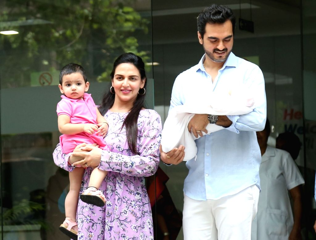 Actress Esha Deol, who gave birth to a baby girl on 10th June 2019 seen outside a Mumbai hospital with her husband Bharat Takhtani and newborn daughter, on June 13, 2019. - Esha Deol