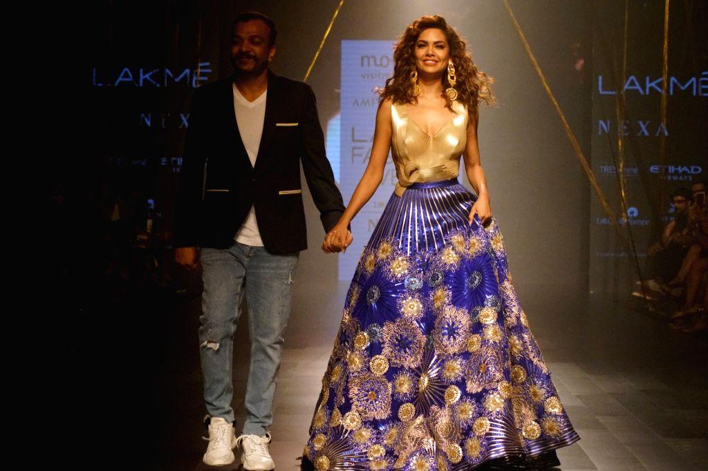 Actress Esha Gupta displays the creation of fashion designer Amit Aggarwal during the Lakme Fashion Week Winter/Festive 2017 in Mumbai on Aug 18, 2017. - Esha Gupta