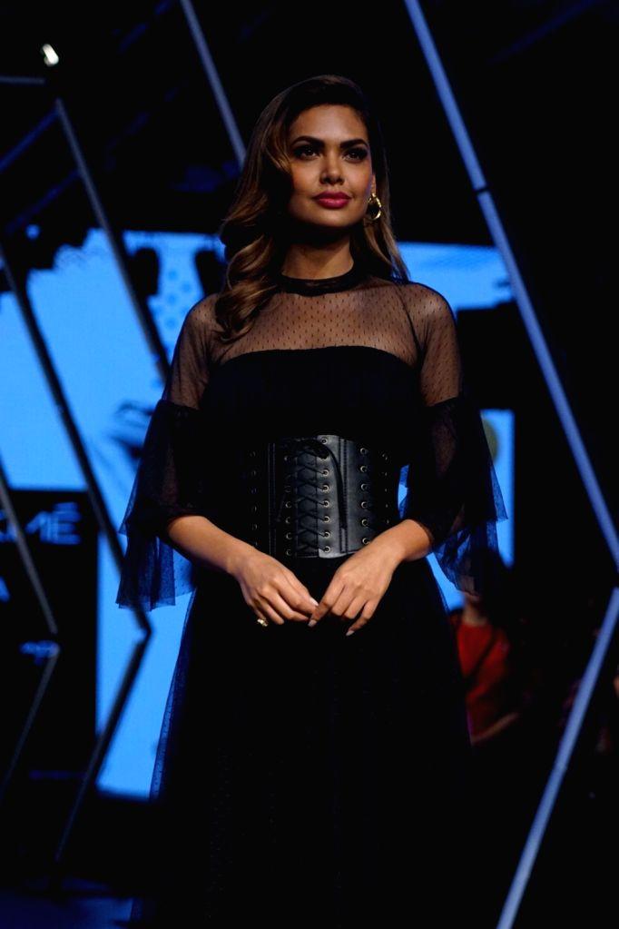 Actress Esha Gupta during the Lakme Fashion Week Winter/Festive 2017 in Mumbai on Aug 20, 2017. - Esha Gupta