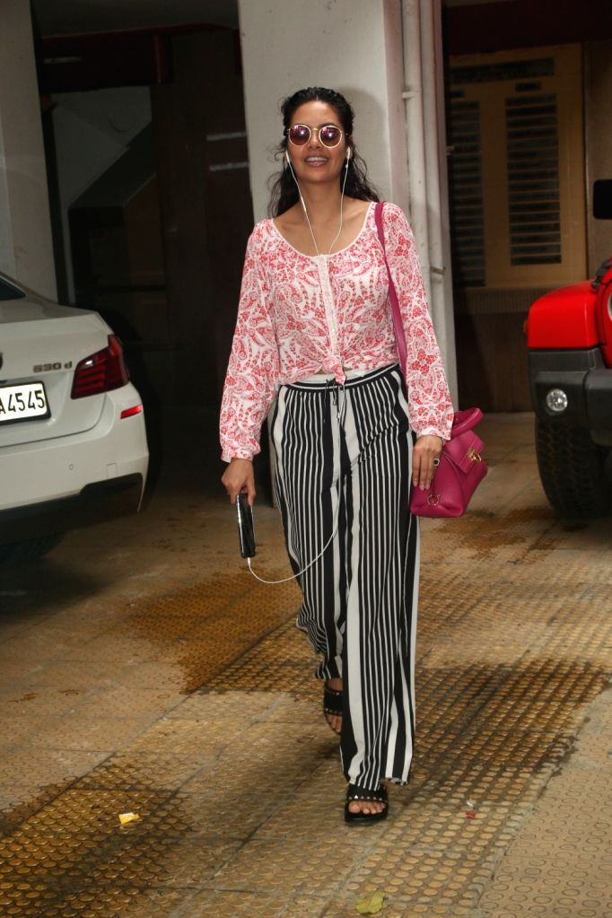 Actress Esha Gupta seen at Bandra in Mumbai, on July 15, 2019. - Esha Gupta