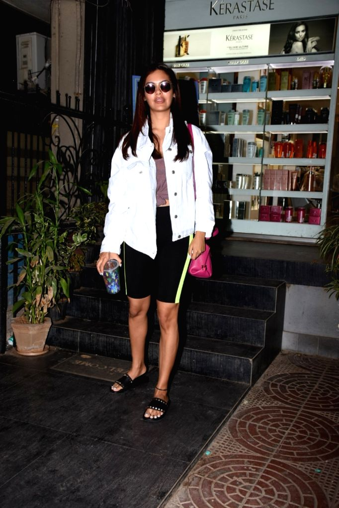 Actress Esha Gupta seen at Mumbai's Bandra on May 4, 2019. - Esha Gupta