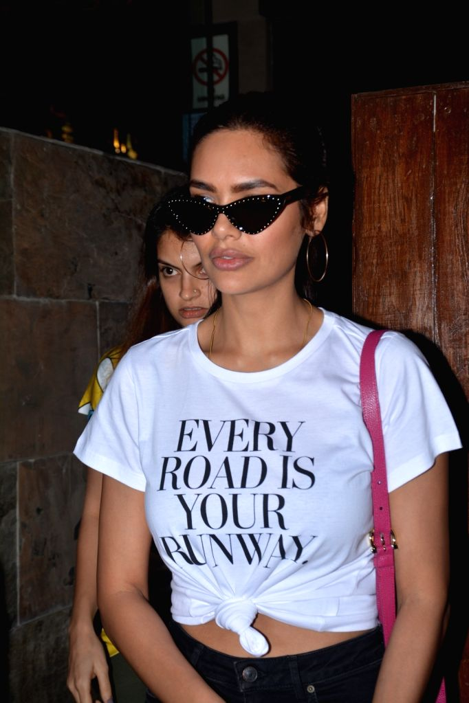 Actress Esha Gupta seen in Mumbai's Bandra on Oct 31, 2018. - Esha Gupta