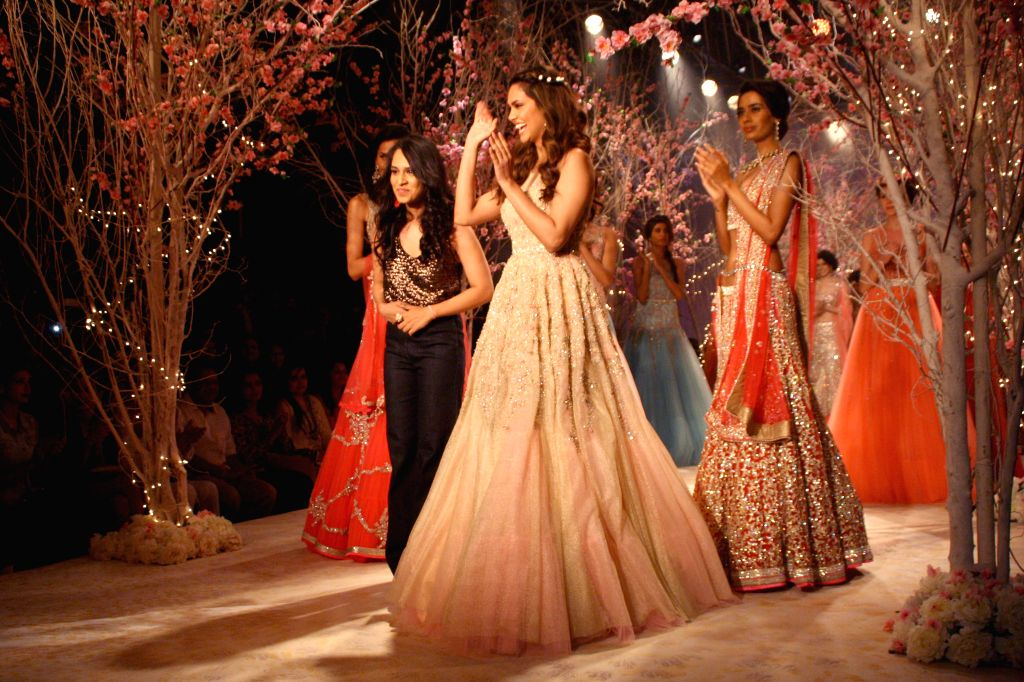 Actress Esha Gupta showcases fashion designer Jyotsna Tiwari's creation during  `BMW India Bridal Fashion Week 2014` in New Delhi on Aug 10, 2014. - Esha Gupta