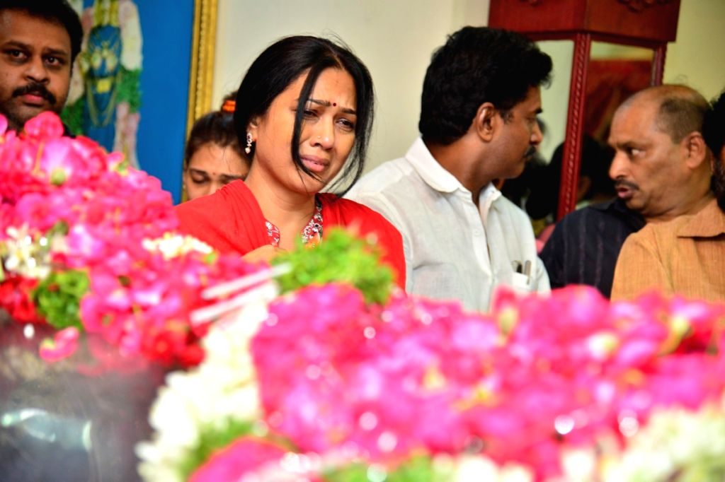 Actress Hema breaks down after paying her last respects to Dasari Narayana Rao at Dasari's residence. - Hema and Dasari Narayana Rao