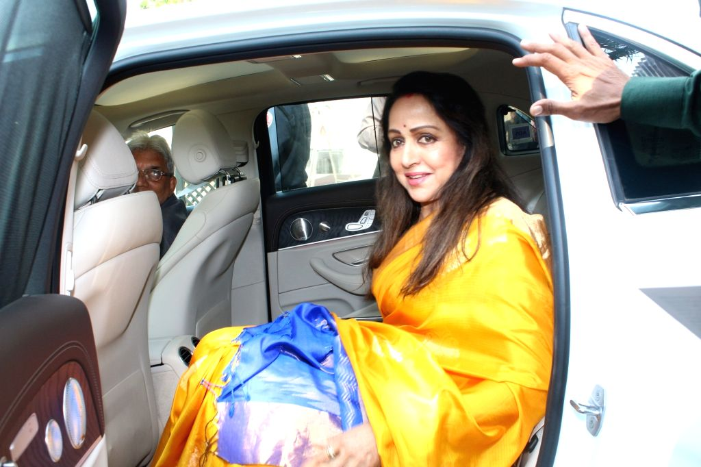 """Actress Hema Malini at the launch of """"One For All-All For One - A Tribute To The Indian Soldiers""""  in Mumbai on Nov 29, 2017. - Hema Malini"""