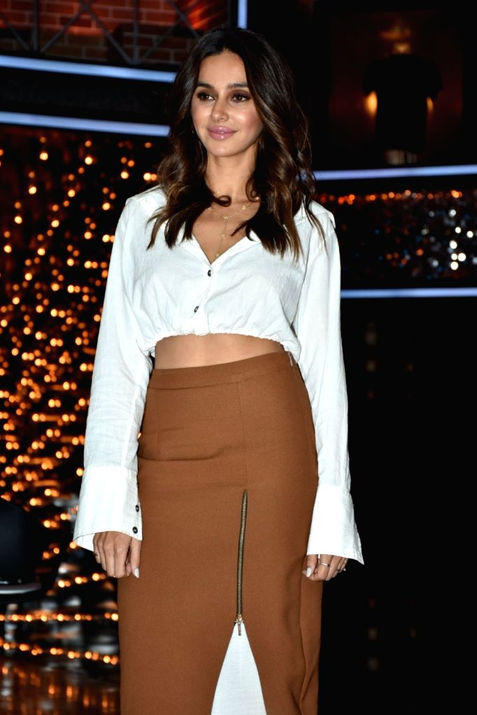 """Actress-host Shibani Dandekar at the launch of cricket and comedy show """"Dhan Dhana Dhan"""" in Mumbai on April 4, 2018."""