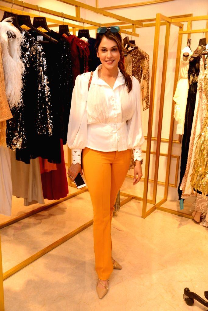Actress Isha Koppikar seen at a Mumbai store on May 31, 2019. - Isha Koppikar