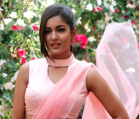 Actress Ishita Dutta is a true fashionista. Be it her casual western look or ethnic look, she never fails to leave an impression on her fans. Her recent photoshoot in a pink saree is a proof of the ... - Ishita Dutta