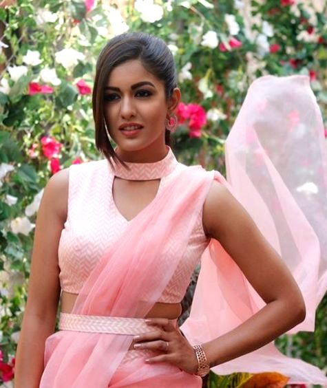 Actress Ishita Dutta is a true fashionista. Be it her casual western look or ethnic look, she never fails to leave an impression on her fans. Her recent photoshoot in a pink saree is a proof of the fact. - Ishita Dutta