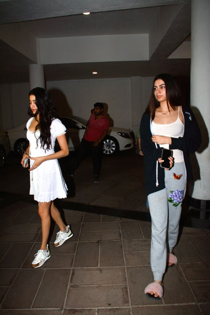 Actress Janhvi Kapoor along with her sister Khushi Kapoor seen at fashion designer Manish Malhotra's residence in Mumbai on Oct 30, 2018. - Janhvi Kapoor, Khushi Kapoor and Manish Malhotra