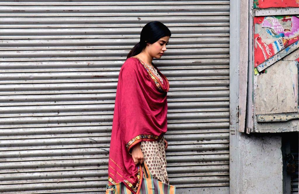 """Actress Janhvi Kapoor during shooting of her upcoming film """"Dhadak"""" in Kolkata, on March 23, 2018. - Janhvi Kapoor"""
