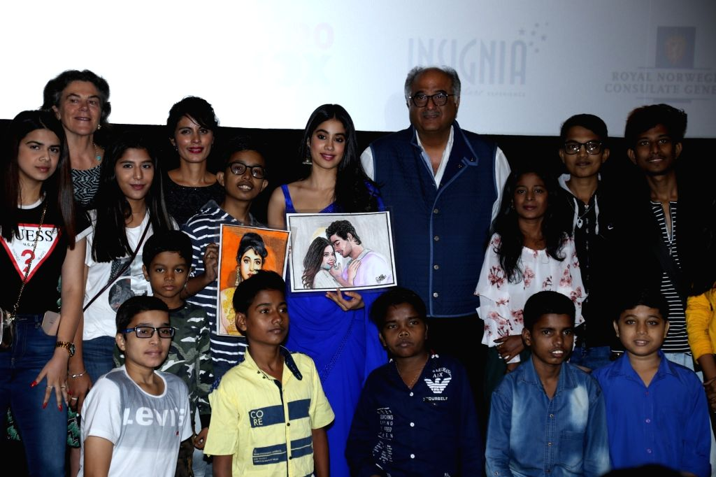 """Actress Janhvi Kapoor, her father producer Boney Kapoor , Iram Haq, a Norwegian filmmaker of Pakistani descent and others during a programme where Janhvi was presented """"Arts ... - Janhvi Kapoor"""