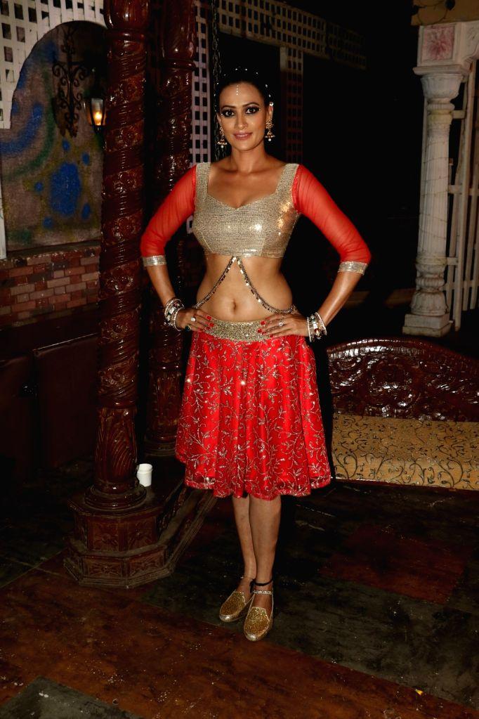 Actress Jasveer Kaur during the on location shoot of upcoming film JD, in Mumbai, on Aug 17, 2015. - Jasveer Kaur
