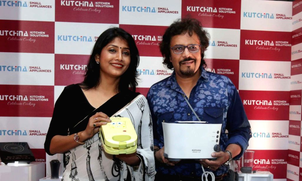 Actress Jaya Seal Ghosh and percussionist Bickram Ghosh during a promotional programme in Kolkata on June 24, 2016. - Jaya Seal Ghosh and Bickram Ghosh