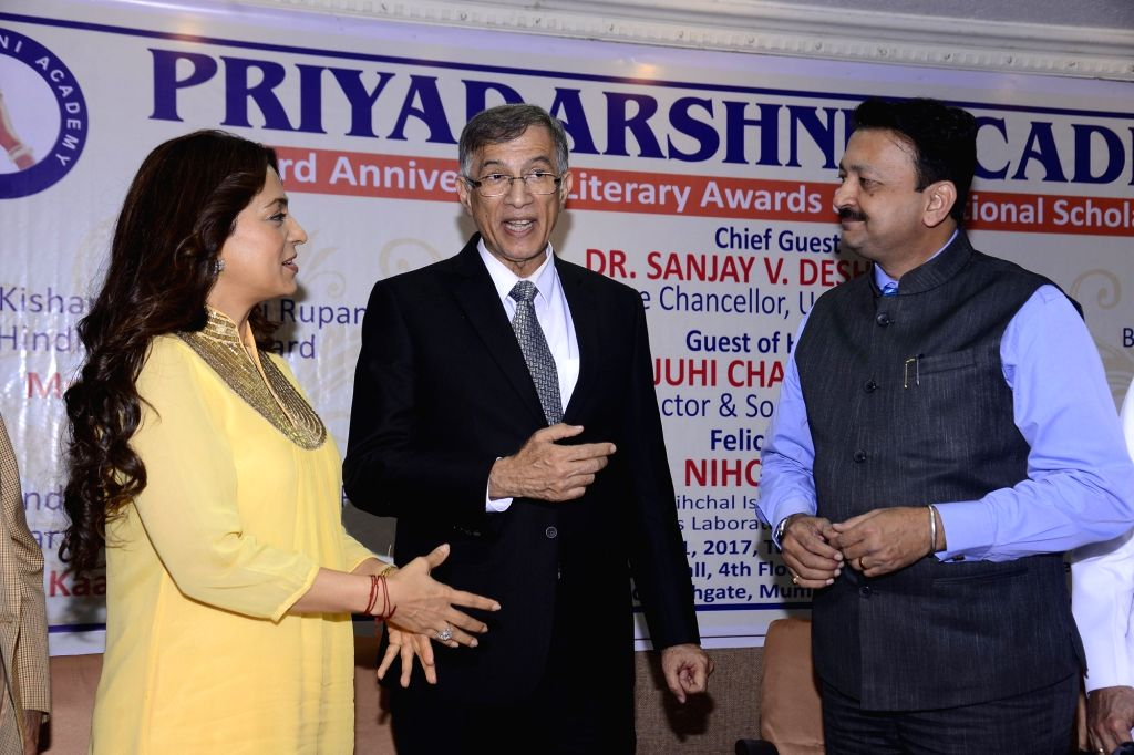 Actress Juhi Chawla, Niranjan Hiranandani, MD, Hiranandani Group and Sanjay Deshmukh, Vice-Chancellor, Mumbai University during Priyadarshni Academy's 33rd Anniversary Literary Awards in ... - Juhi Chawla and Sanjay Deshmukh