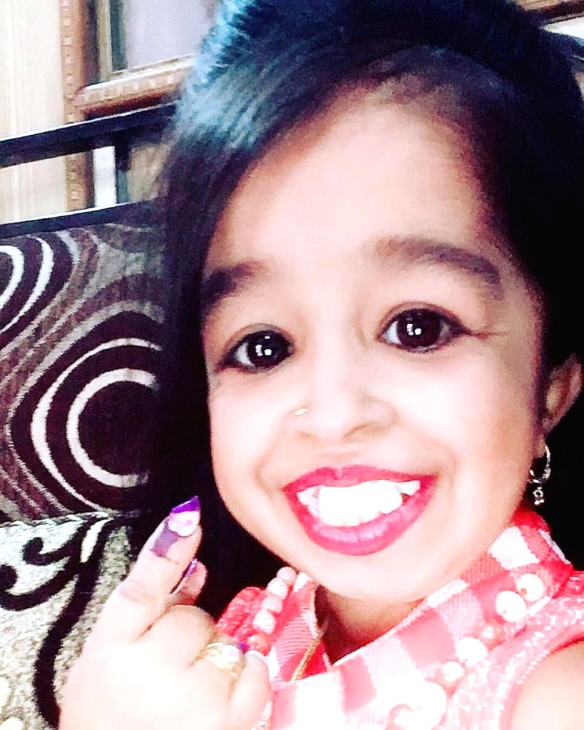 Actress Jyoti Amge, 25, who's only 2 feet 1 inch tall, Guinness World records holder, shows her fore finger marked with indelible ink after casting vote during the first phase of 219 Lok ... - Jyoti Amge