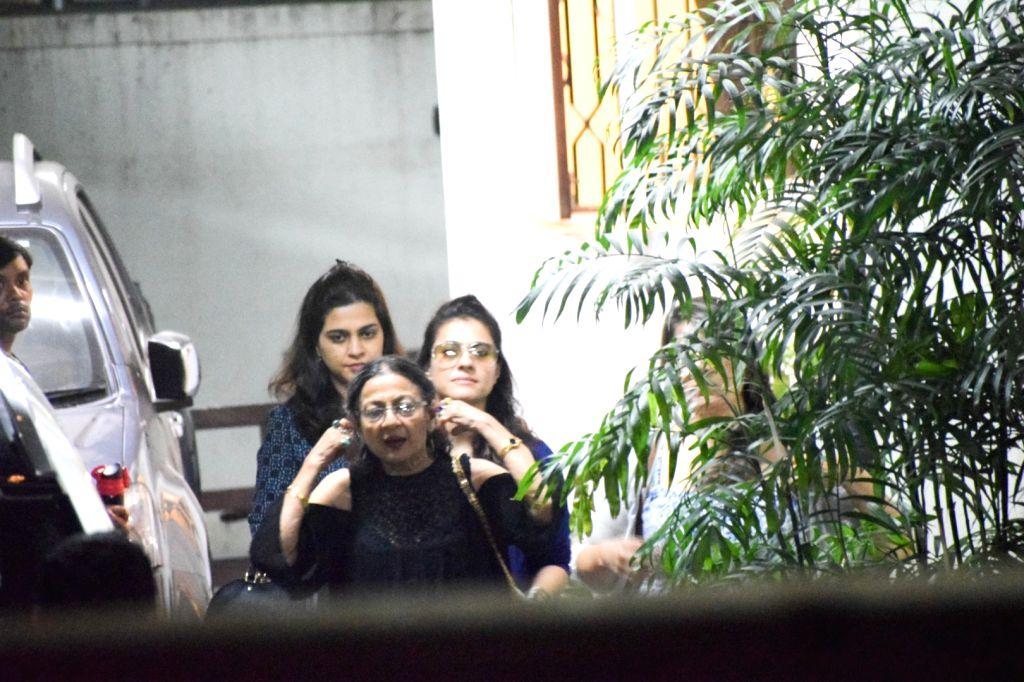 Actress Kajol along with he mother Tanuja.(Photo: IANS) - Kajol