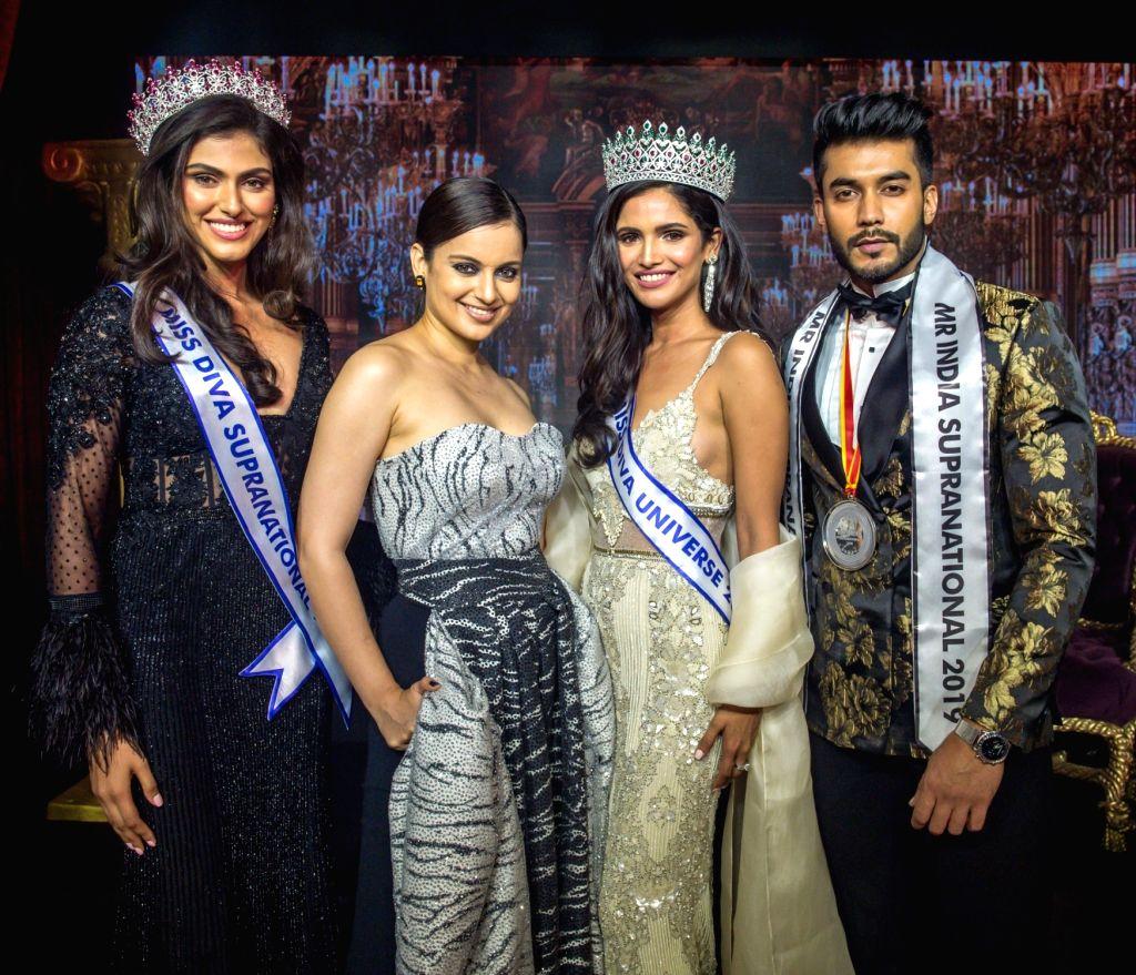Actress Kangana Ranaut with the newly crowned Miss Diva Universe 2019 Vartika Singh, Miss Diva Supranational 2019 Shefali Sood and Mr. India Supranational 2019 winner Varun Verma, in Mumbai ... - Kangana Ranaut, Vartika Singh and Varun Verma