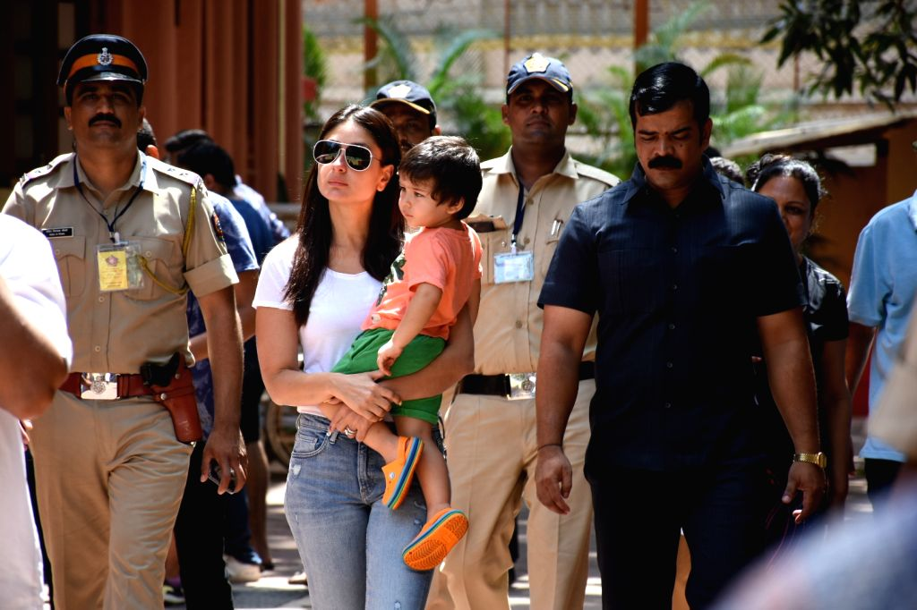 Actress Kareena Kapoor Khan arrives with son, Taimur, to cast her vote at a polling booth in Mumbai on April 29, 2019. - Kareena Kapoor Khan