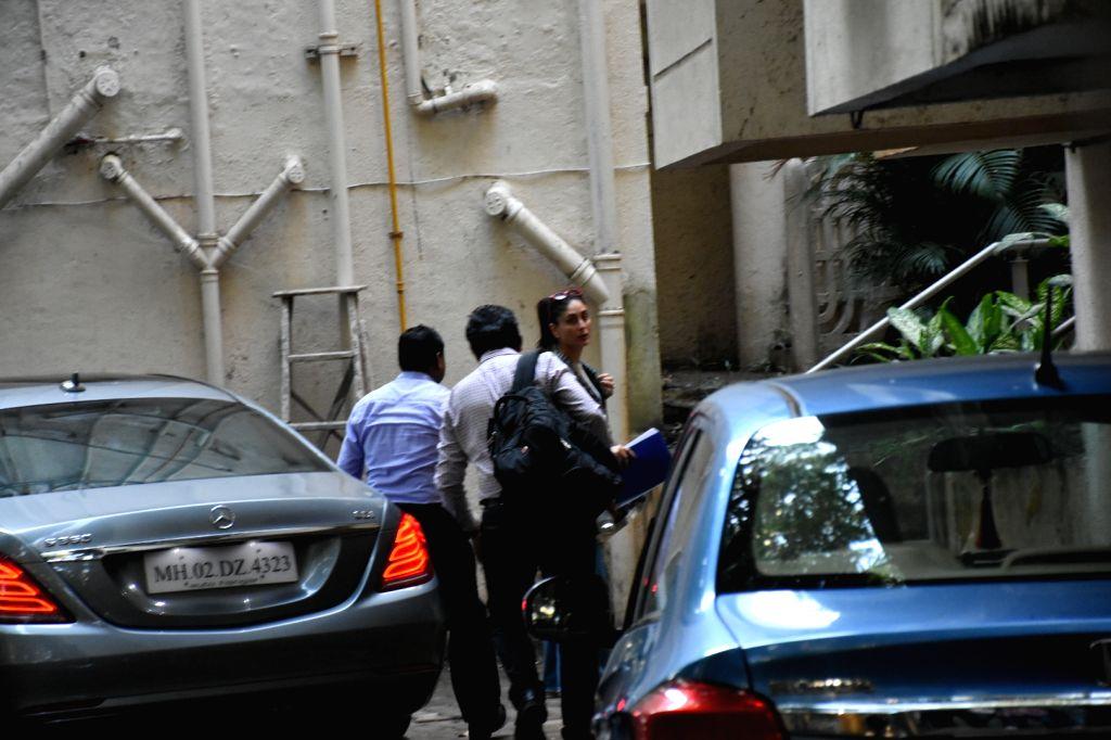 Actress Kareena Kapoor Khan seen at actor Aamir Khan's residence in Mumbai's Bandra, on Oct 9, 2019. - Kareena Kapoor Khan and Aamir Khan