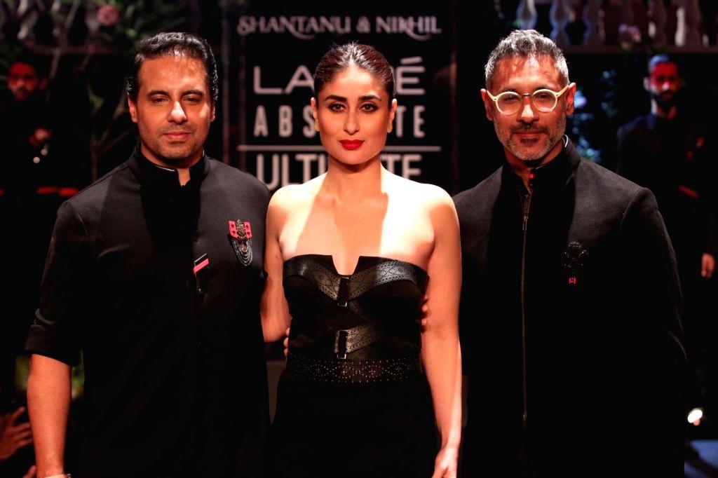 Actress Kareena Kapoor Khan showcases the creation of fashion designers Shantanu and Nikhil during Lakme Fashion Week (LFW) Summer/Resort 2019 in Mumbai, on Feb 3, 2019. - Kareena Kapoor Khan