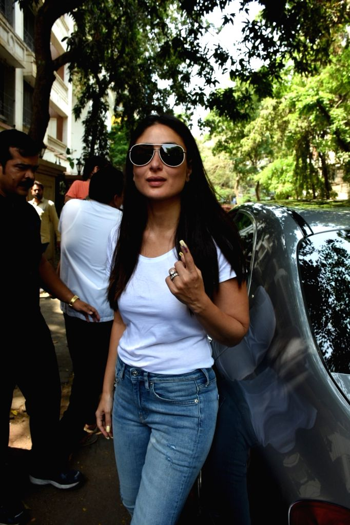 Actress Kareena Kapoor Khan shows her forefinger marked with indelible ink after casting vote during the fourth phase of 2019 Lok Sabha elections in Mumbai on April 29, 2019. - Kareena Kapoor Khan