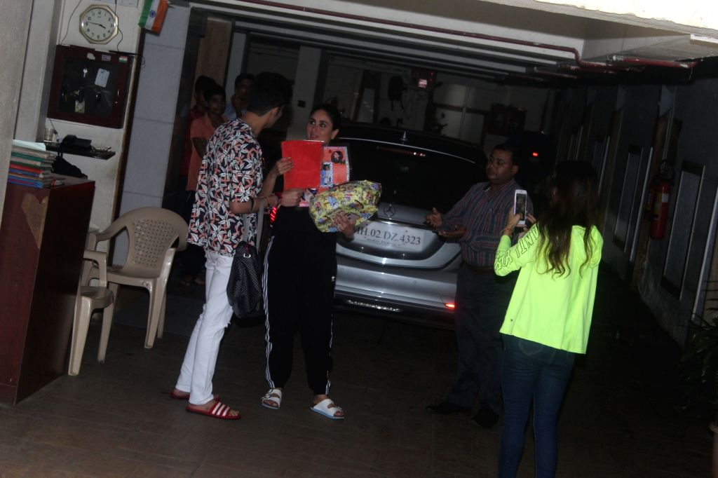 Actress Kareena Kapoor with her fans at her residence in Mumbai on Sep 24, 2019. - Kareena Kapoor