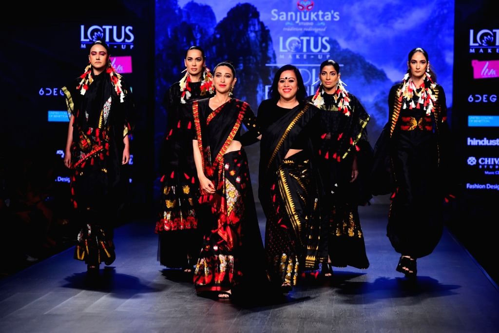 Actress Karisma Kapoor with fashion designer Sanjukta Dutta on the second day of Lotus India Fashion Week in New Delhi, on March 14, 2019. - Karisma Kapoor