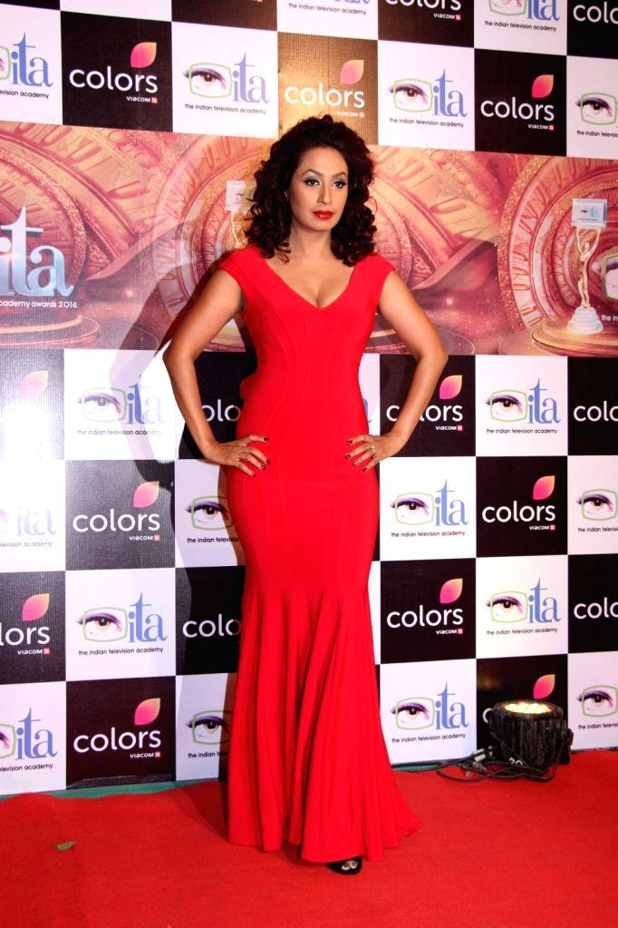 Actress Kashmira Shah  during the 16th Indian Television Academy (ITA) Awards 2016 in Mumbai on Nov 13, 2016. - Kashmira Shah