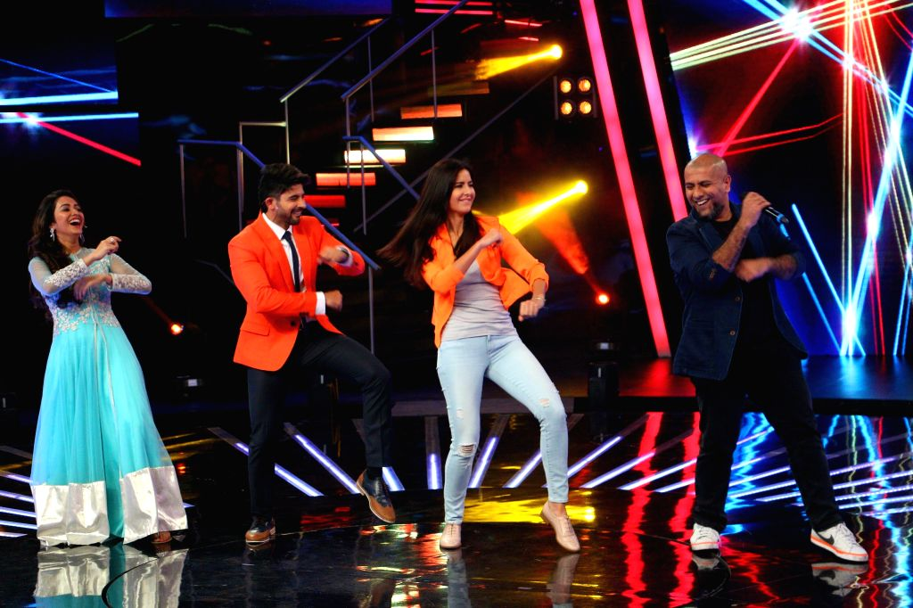 Actress Katrina Kaif with the judge of ``Indian Idol Junior`` Vishal Dadlani during the promotion of his upcoming film `Phantom` on the sets of ``Indian Idol Junior`` in Mumbai. on Aug 17, ... - Katrina Kaif