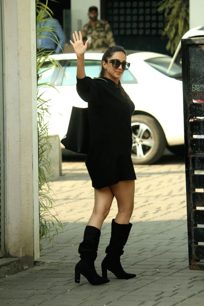 Actress Kiara Advani seen at Chhatrapati Shivaji Maharaj International Airport in Mumbai on Nov 12, 2020. - Kiara Advani