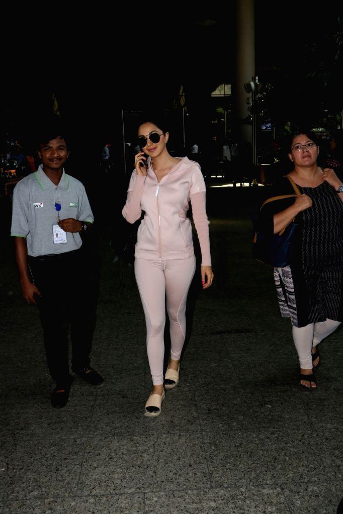 Actress Kiara Advani seen at Chhatrapati Shivaji Maharaj International airport in Mumbai. - Kiara Advani